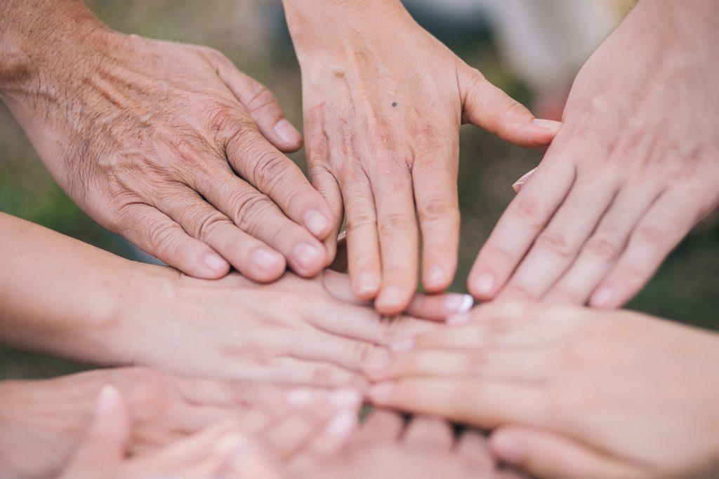 GenerationAvantGarde-Valeurs -ensemble-mains-generosite